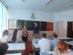 Депутат Игорь Николаев поздравил свою учительницу с юбилеем