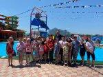 Игорь Николаев продолжает радовать детвору походами в аквапарк